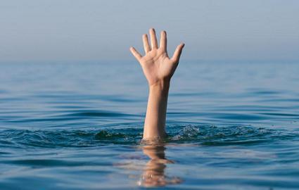 menolong orang tenggelam