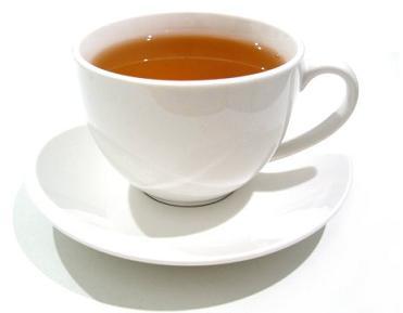 minuman seperti teh biasanya menyisakan noda pada cangkir porselen