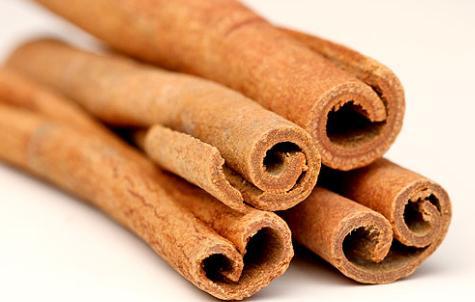 cara mengusir semut bisa menggunakan kayu manis yang dihaluskan dan ditaburkan
