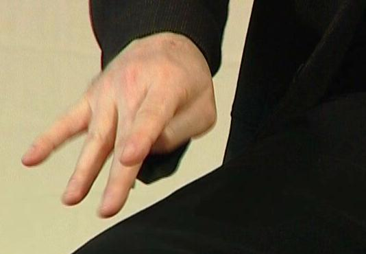 penderita penyakit parkinson biasanya mengalami gemetaran pada tangan kaki dan bagian tubuh lain
