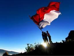 dp bbm tema 17 agustus - mengibarkan bendera merah putih dari puncak gunung