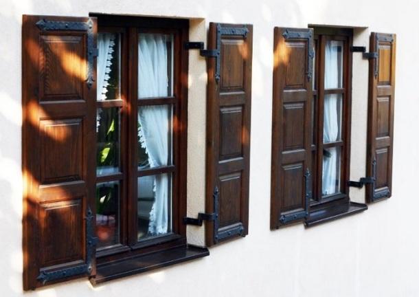 contoh desain jendela dengan cat natural