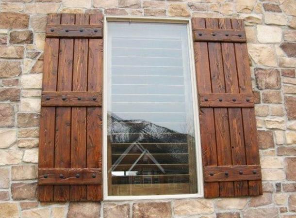 contoh desain jendela motif kayu